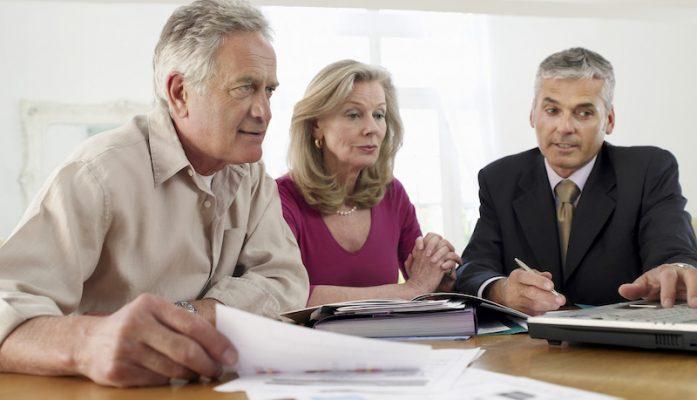 Rachat de crédit: faire appel à un notaire ou à un courtier?